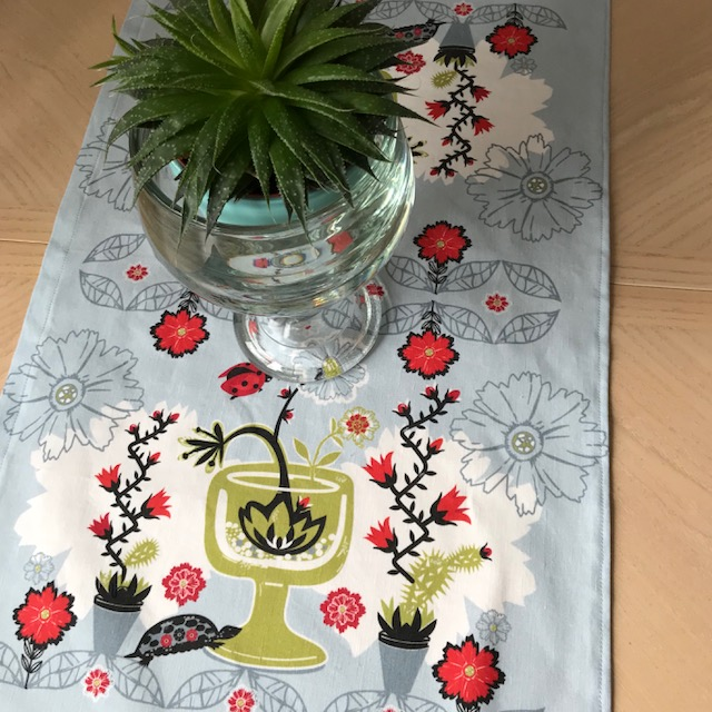 kitchen decor, painted turtle, Succulent Botanical Garden, table runner, event planning